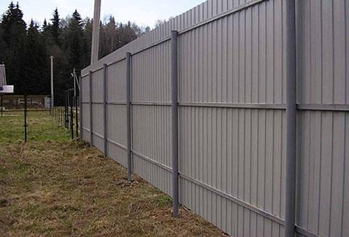 giá tôn làm hàng rào